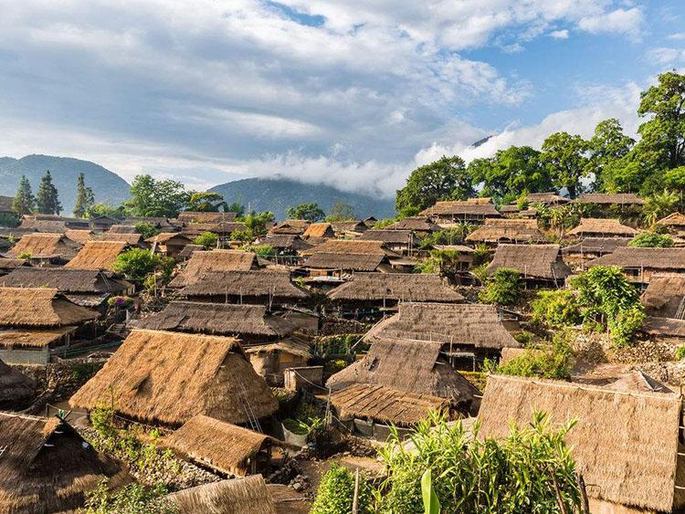 翁丁佤族原始群居村落