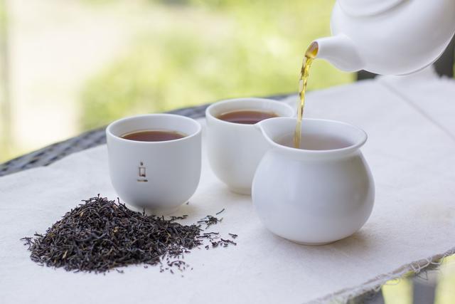 茶是世界三大健康饮品,喝红茶好,还是喝绿茶好?这回告诉你答案