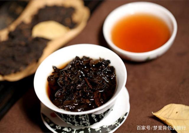 对比鲜花饼和普洱茶,看云南哪个货游客欢迎?