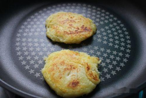 土豆的100种做法:[1]洋芋粑(云南名小吃)